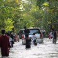 Kondisi daerah Balaraja (Tangerang) yang masih terendam banjir, 26 Januari 2014.