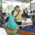 Suasana pendaftaran pasien, yang dibantu kelancarannya oleh OMK MBK (Balaraja, 16/2/2014).