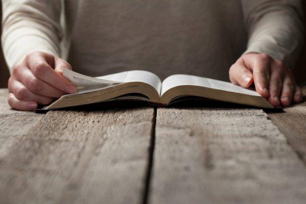 Kitab Suci Ditulis Bukan untuk Dibaca Tahukah Anda: Melainkan Dibacakan