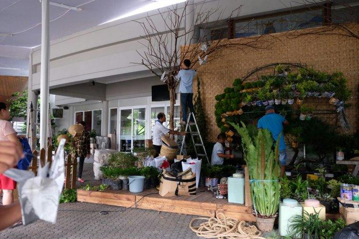 Progress Pembuatan Green Christmas Photobooth 2016 MBK (2)