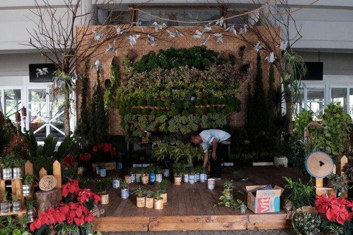 Progress Pembuatan Green Christmas Photobooth 2016 MBK